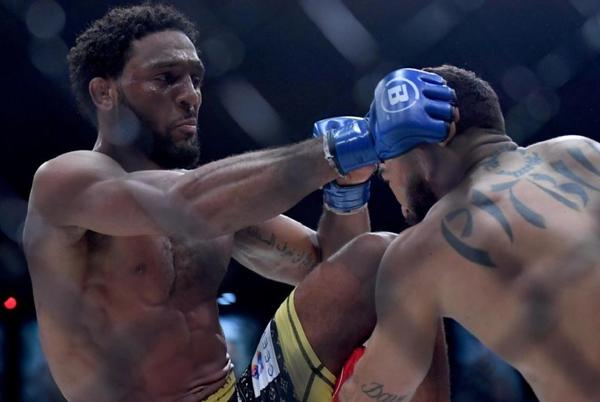 Picture for A.J. McKee submits Patricio 'Pitbull' Freire to win Bellator featherweight title