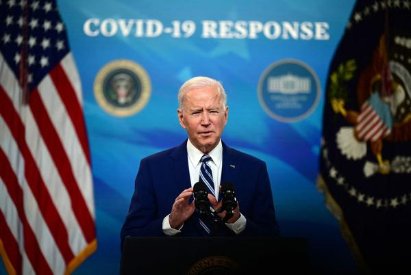 Picture for Biden's sinking poll numbers threaten Democrats' razor-thin majority one year out