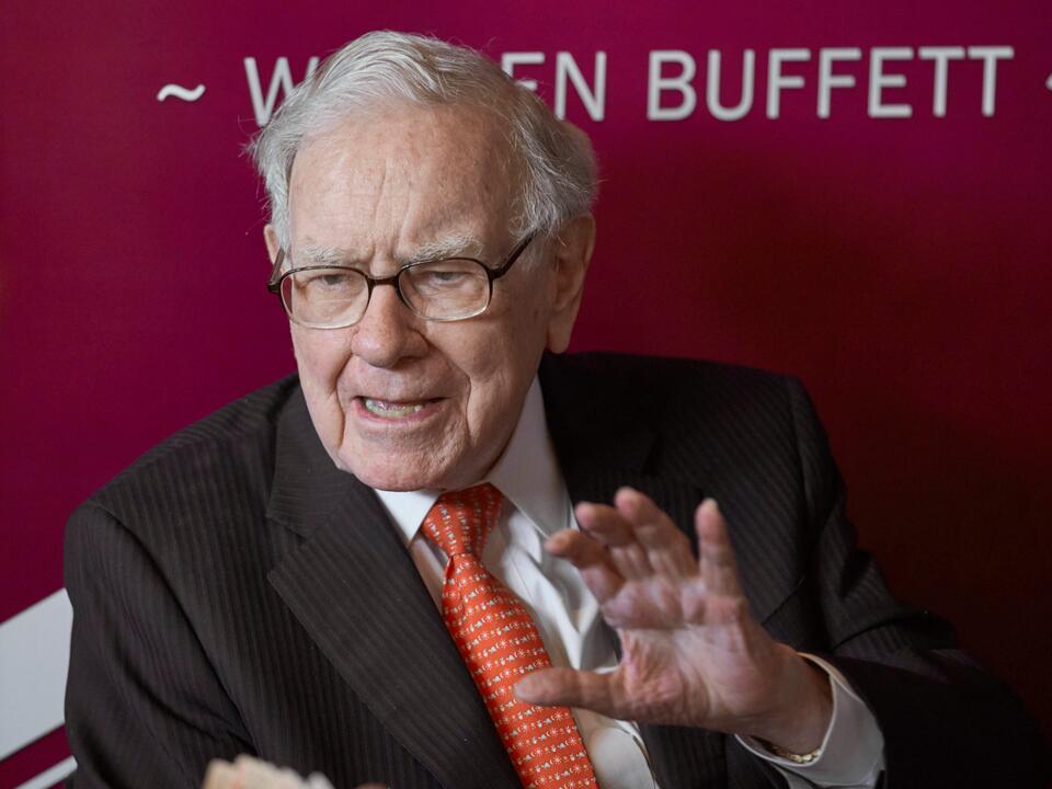 billionaire-warren-buffett-taps-his-replacement-at-berkshire-hathaway