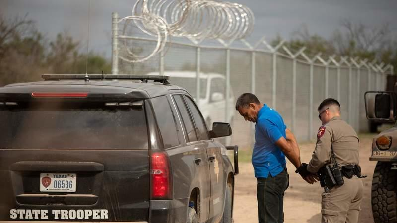 Picture for Federal gov't sues Texas to block troopers making migrant stops