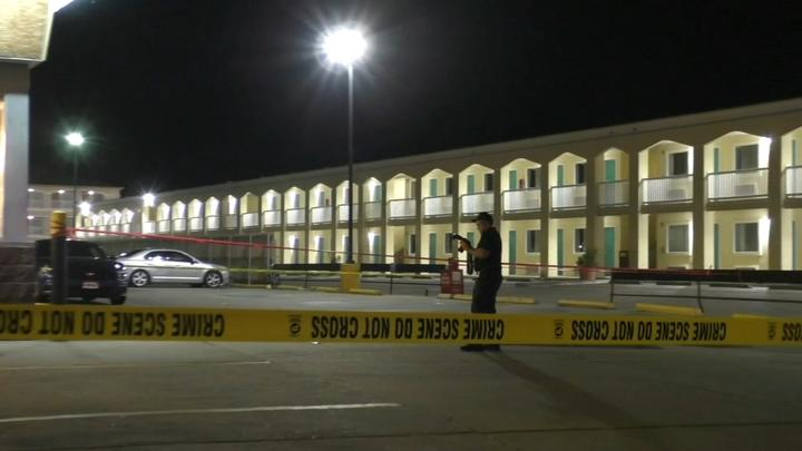 Cover for Body of man who was shot found at entrance of popular Galveston suites on Seawall Boulevard