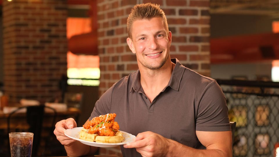 Picture for Tampa Bay Bucs Champ Gronkowski makes dish with Datz for Guy Fieri Restaurant Reboot Presented LendingTree stream