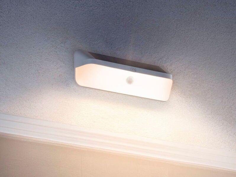 motion-detecting-solar-outdoor-lights