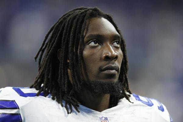 Picture for Report: Cowboys' DeMarcus Lawrence Out 6-8 Weeks with Broken Foot Injury