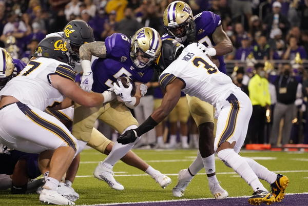 Picture for Huskies escape in OT with 31-24 win over California