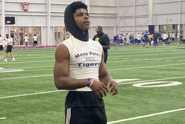 Picture for Ole Miss commit Larry Simmons recaps recent trip to Mississippi State