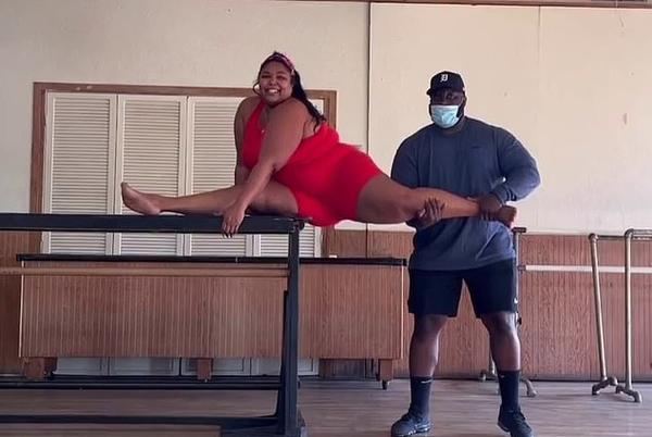 Picture for Lizzo 'screamed a few times' while learning how to do the splits from stretch coach