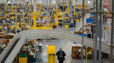 amazon to hire 100 000 workers as e commerce swells amid the pandemic news break news break