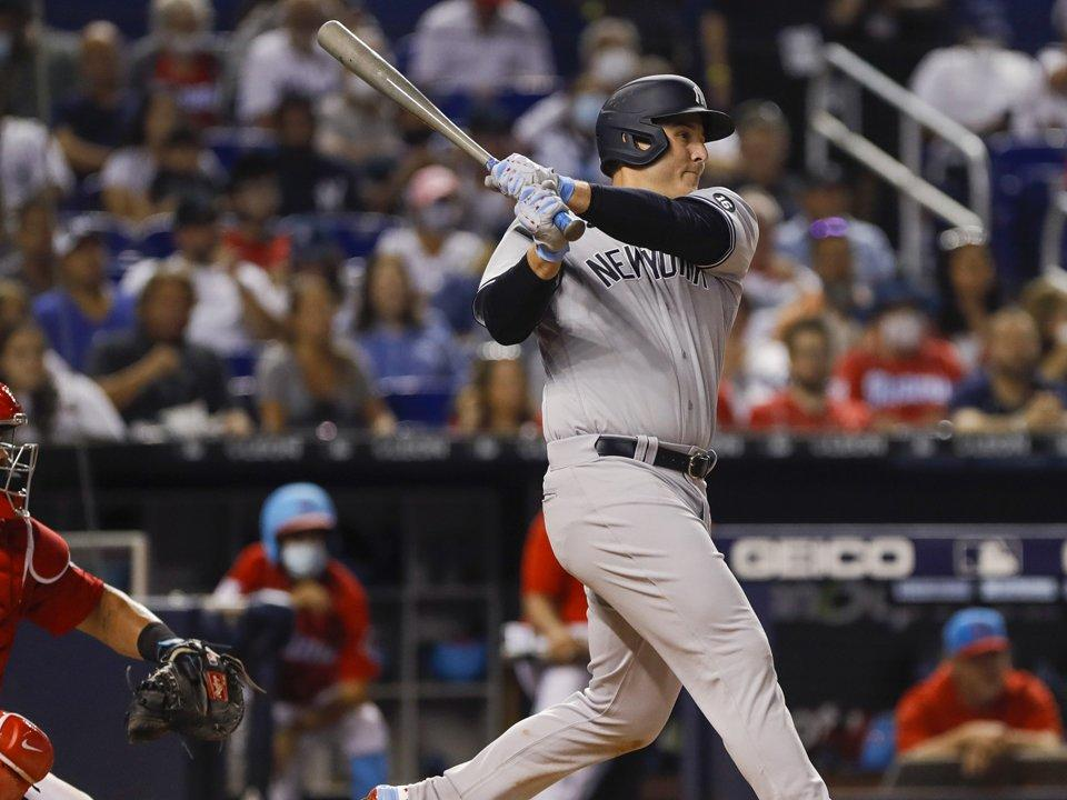 former-cub-anthony-rizzo-called-david-ross-on-yankees-debut