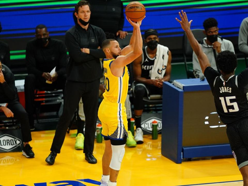 golden-state-warriors-stephen-curry-sets-nba-record-for-3s-in-a-month-with-85