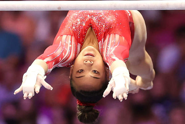 Picture for Highlights: Suni Lee takes bronze on bars after rare mistakes