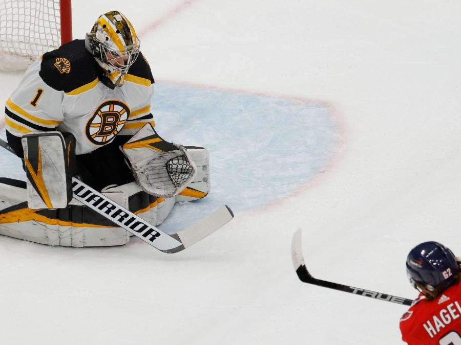 jeremy-swayman-shines-once-again-for-bruins-despite-last-second-loss