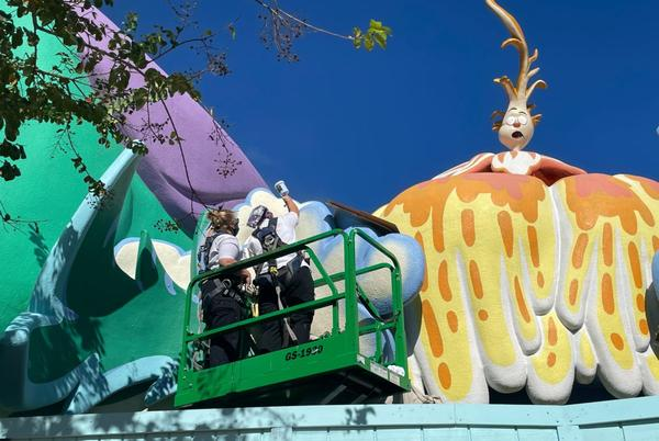 Picture for Honk Honkers Candy Store At Universal Orlando Undergoes Repaint