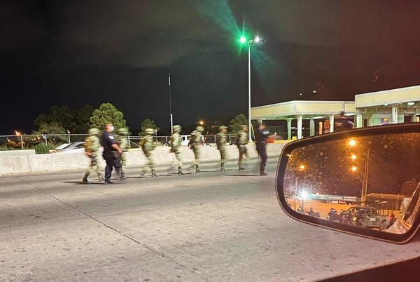 Picture for U.S. border agents briefly detain 14 Mexican soldiers in El Paso