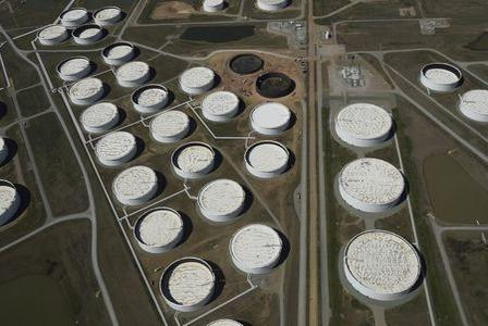 Picture for Oil prices edge lower, still close to highs on short supply