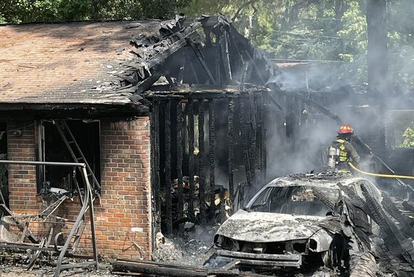 Picture for Laurel family escapes burning house unharmed