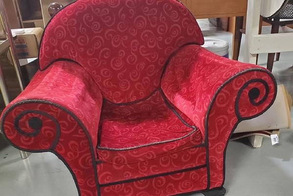 """Picture for """"Thinking Chair"""" from """"Blue's Clues"""" Spotted at a Michigan Goodwill"""