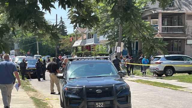 Picture for Cleveland police respond to homicide on East 148th Street