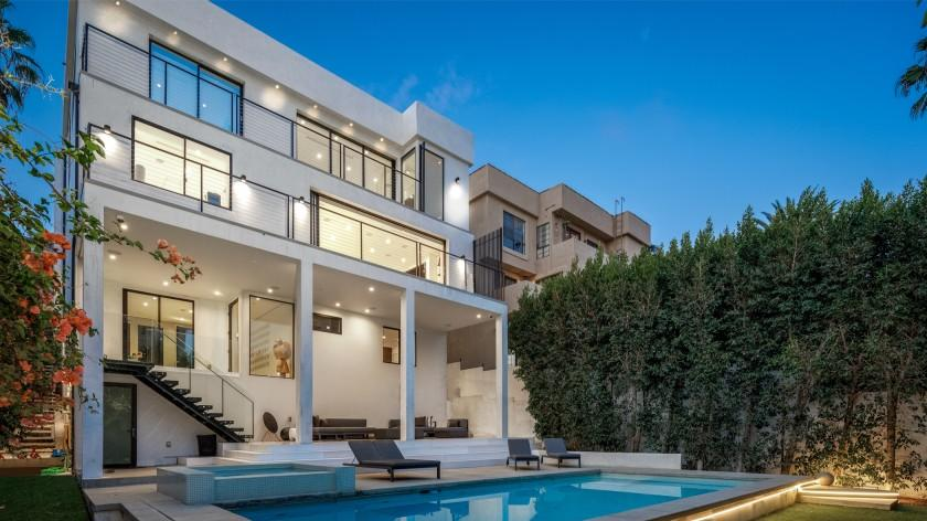Picture for NFL's Martellus Bennett sells a house with a view in Hollywood Hills