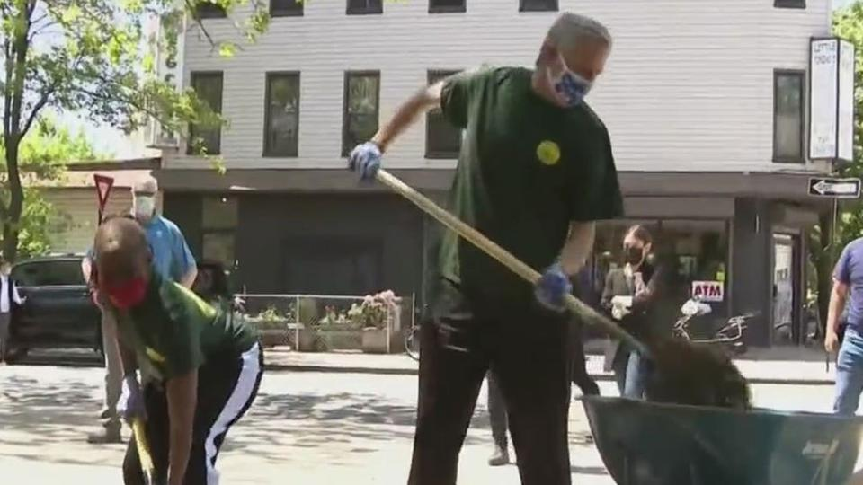 Picture for Mayor Bill De Blasio, First Lady Chirlane McCray Help Beautify Brooklyn Park