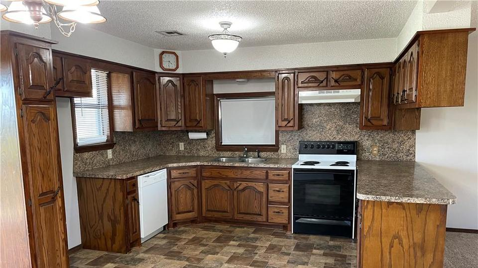 Picture for Check out these homes for sale in Chickasha now