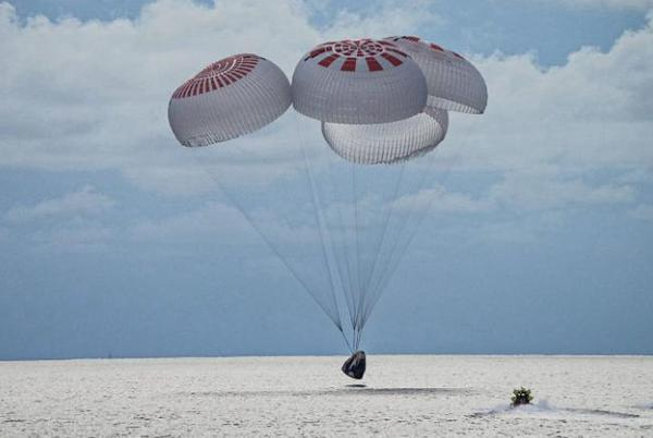 Picture for SpaceX capsule returns four civilians from orbit, capping off first tourism mission