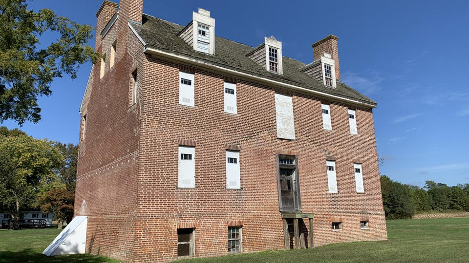 Archeologists unearth 300-year-old slave quarters in ...