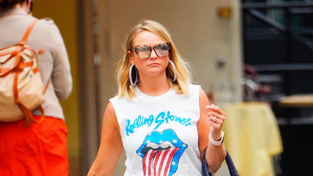 Picture for Miranda Lambert Rocks Ripped Daisy Dukes While Shopping For Cowboy Hats — Photo
