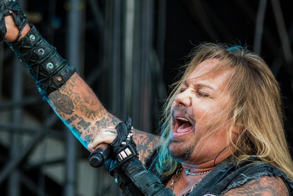 """Picture for MOTLEY CRUE's Vince Neil """"Back Home and Resting After Breaking a Few Ribs"""""""