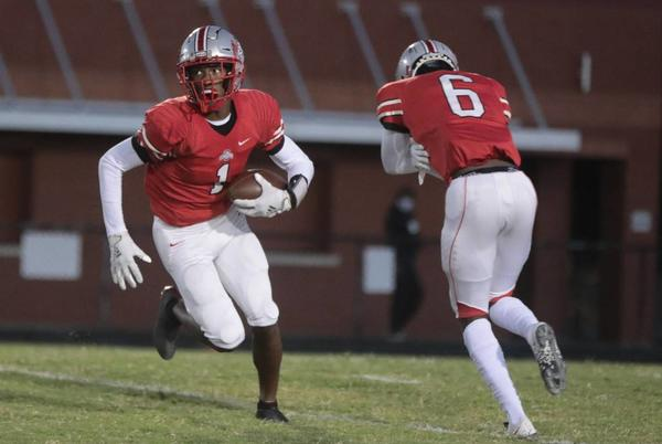 Picture for Spring Valley forces 9 sacks to hand South Pointe football a frustrating first loss