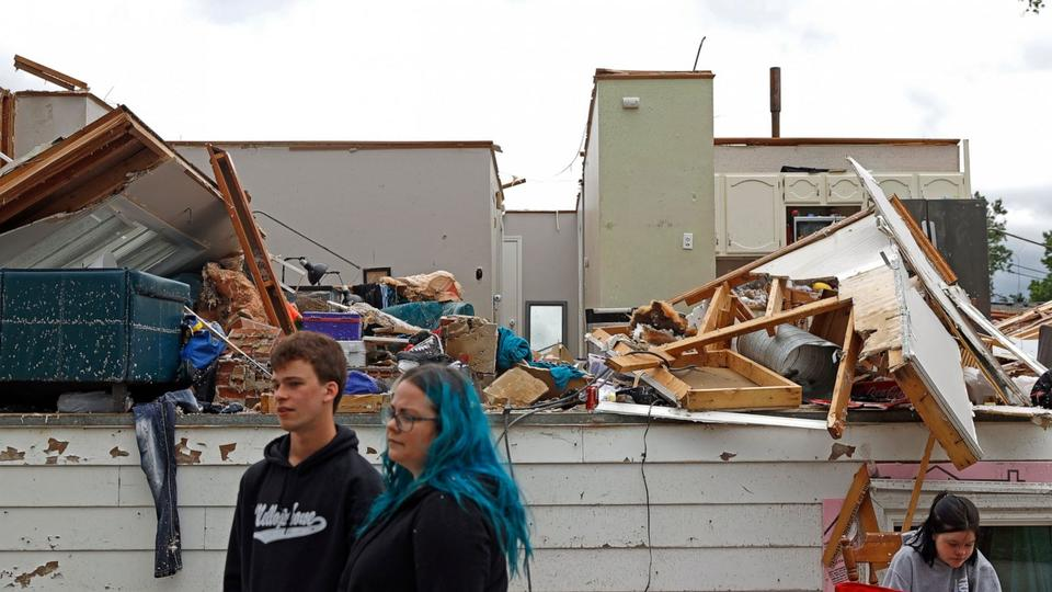 Picture for Tornado sweeps through suburban Chicago, causing damage