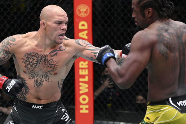 Picture for Smith scores early submission vs. Spann in UFC main event