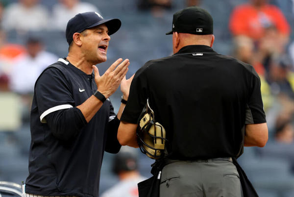 Picture for Yankees' embarrassing comparison for Aaron Boone says it all