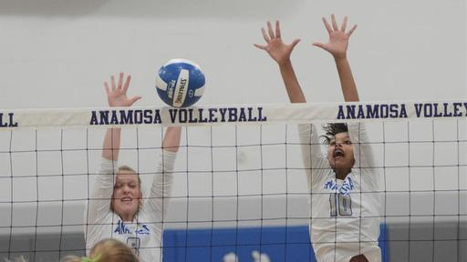 Anamosa Volleyball Starting League Play The Right Way News Break