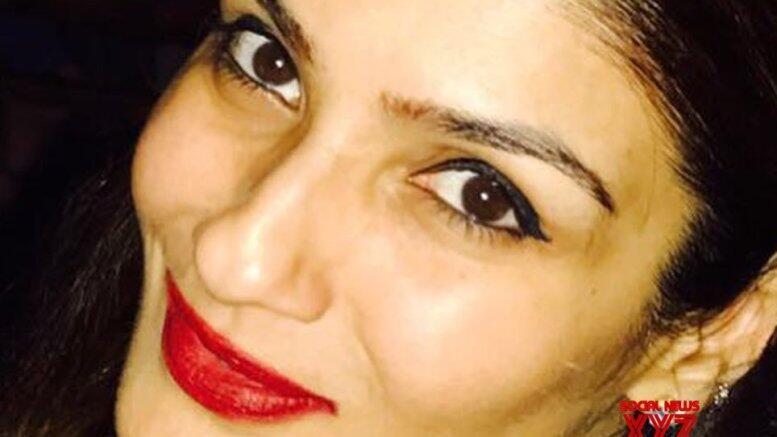Picture for Raveena Tandon celebrates parents' wedding anniversary