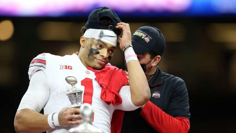 Best reactions to Justin Fields, Ohio State crushing ...