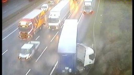 A414 And M1 Traffic Lorry Crash And Police Incident Causes Chaos On Motorway Near Hemel Hempstead And St Albans News Break