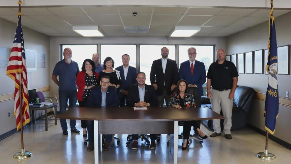 Somerset, London, Corbin leaders form alliance to bring commercial air service to Lake Cumberland Regional Airport