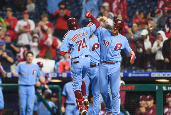 Picture for Braves collapse late vs. D-Backs, Phillies stay alive in NL East race with big comeback win vs. Pirates