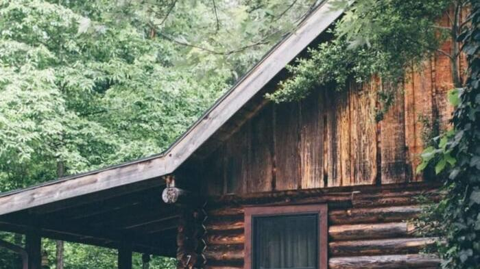 Cover for An Overnight Stay At This Secluded Cabin In Tennessee Costs Less Than $100 A Night And Will Take You Back In Time