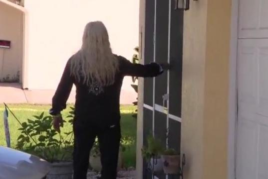 Picture for Dog the Bounty Hunter shows up at Brian Laundrie's family home in North Port, knocks on door