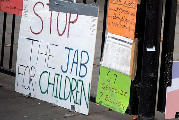 Picture for Liverpool headteachers describe 'sinister' tactics of anti-vaxx protesters