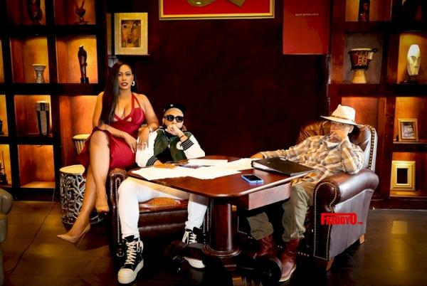 Picture for БИЗНЕС: Элиа Коннор, Детройт хотын уугуул хөгжмийн зураач, вирусын мэдрэмж нь Blackground Records 2.0 -тэй мега хэлэлцээрт гарын үсэг зурав.