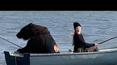 Picture for VIDEO: Woman Fishing From A Boat With A Bear Gets Viral Reaction