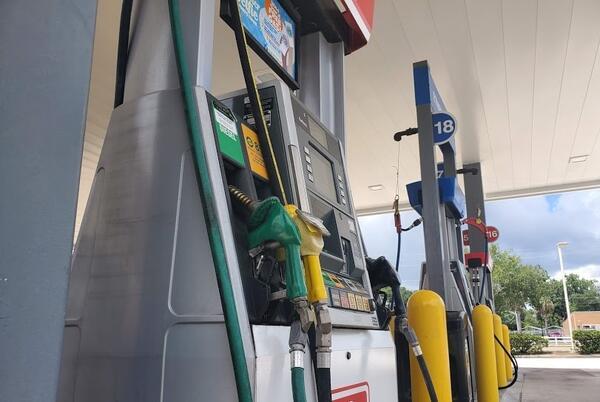 Picture for Florida gas prices hover around $3.18 per gallon