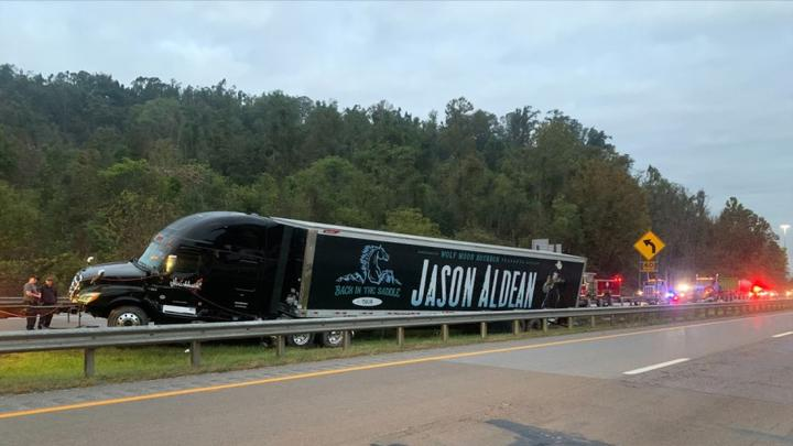 Cover for Jason Aldean's truck crashes in West Virginia
