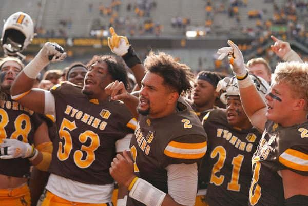 Picture for Wyoming vs. UConn College Football Odds, Plays and Insights