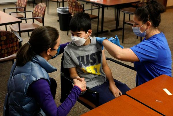 Picture for FDA says Pfizer COVID vaccine looks effective for young kids