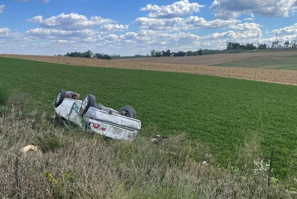 Picture for Two hurt in single-vehicle rollover crash in Linn County