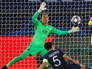 Picture for PSG vs Barcelona: The great gesture of Keylor Navas with Sergio Rico and his family: He dedicates the penalty saved to Messi